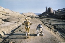Valokuvatapetti - Star Wars - R2-D2 and CP 3O Tatooine