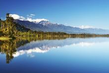 Fototapet - Beautiful lake, New Zealand