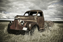 Fototapet - Old Truck Out in the Field