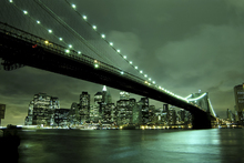 Canvasschilderij - Brooklyn Bridge at Night Green