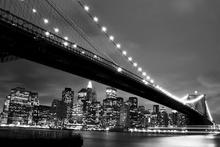 Canvasschilderij - Brooklyn Bridge at Night - b/w
