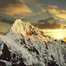 Fototapet - Alpamayo Peak