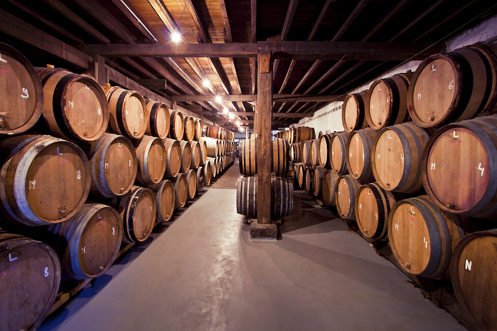 old wine barrels wall mural photo wallpaper photowall. Black Bedroom Furniture Sets. Home Design Ideas