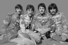 Fototapet - The Beatles - Sgt Peppers Lonely Hearts Club Band Grey