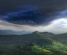 Fototapet - Green Landscape Thunderstorm