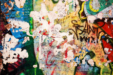 Fotobehang - Part of Berlin Wall with Grunge Graffiti - Potsdamer Platz