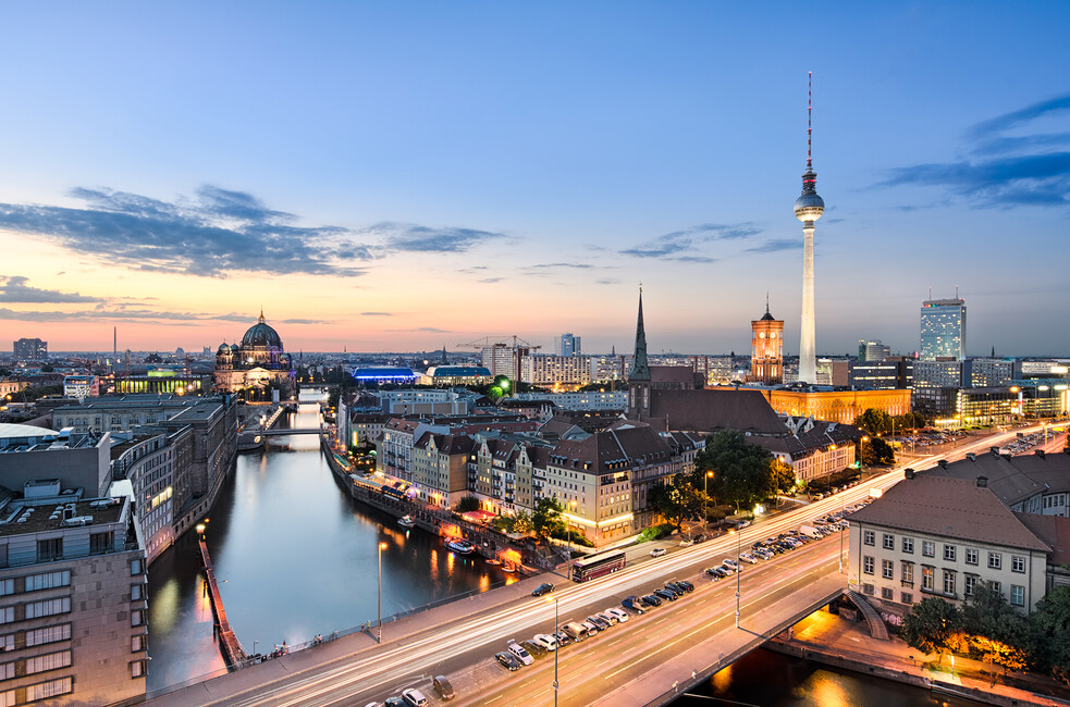 berlin skyline panorama bilder auf leinwand photowall. Black Bedroom Furniture Sets. Home Design Ideas