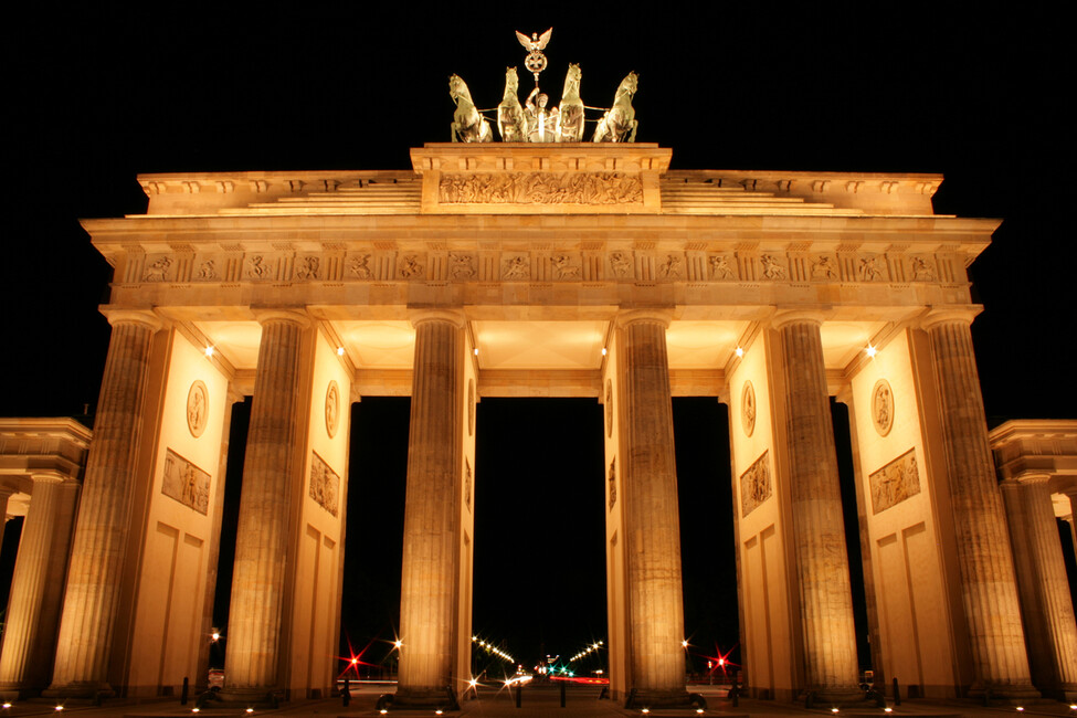 brandenburg gate at night - photo #4
