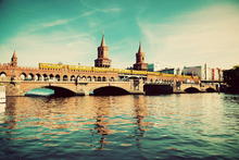 Fototapet - The Oberbaum Bridge and River Spree in Berlin