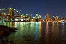 Canvas-taulu - New Freedom Tower and Brooklyn Bridge