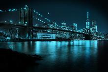 Canvas-taulu - New Freedom Tower and Brooklyn Bridge at night