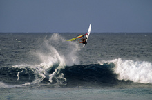 Canvas-taulu - Windsurfer at Hookipa Beach Park