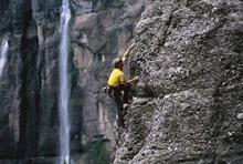 Fototapet - Rock Climbing at Bridal Veil Falls