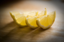 Lerretsbilde - Freshly Sliced Lemon - Jesús Sierra