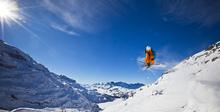 Fototapet - Skier and Blue Sky
