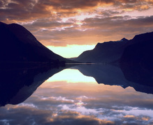 Wall mural - Lake Stryn at Dusk