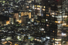 Fototapete - Skyscraper Merges with Residential Housing in Shinjuku