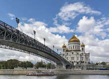 Wall mural - Bridge to Cathedral of Christ the Saviour