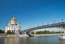 Wall mural - Cathedral on Moscow River Bank