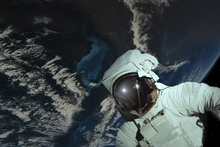 Wall mural - Space Walk