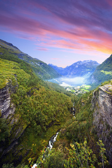 Canvastavla - Pink Clouds over Geirangerfjord, Norway