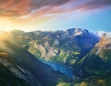 Canvastavla - Sunrise over Geirangerfjord, Norway