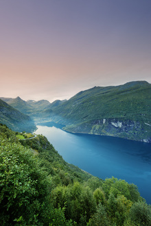 Canvastavla - Purple Sky over Geirangerfjord, Norway