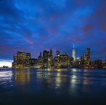 Canvas-taulu - Manhattan Skyline - Blue and Pink Sky