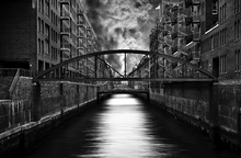 Canvas print - The other side of Hamburg, black and white