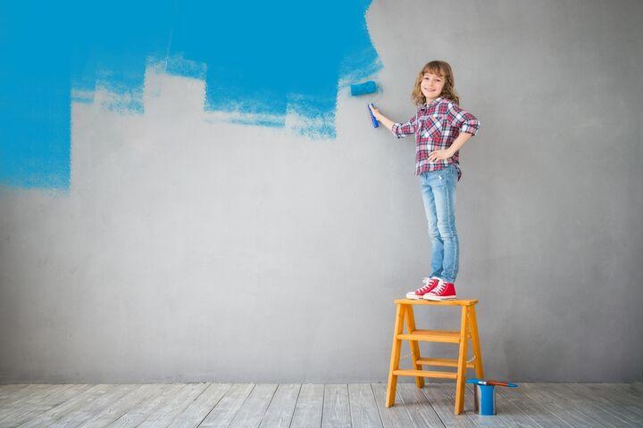 Tapete oder Farbe? Was nehmen? Erfahren Sie mehr über die Unterschiede und die Vor- und Nachteile der Verwendung von Tapete und Farbe in der Innenarchitektur.