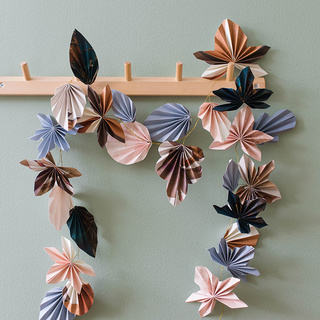 Make an autumnal and stylish garland of wallpaper