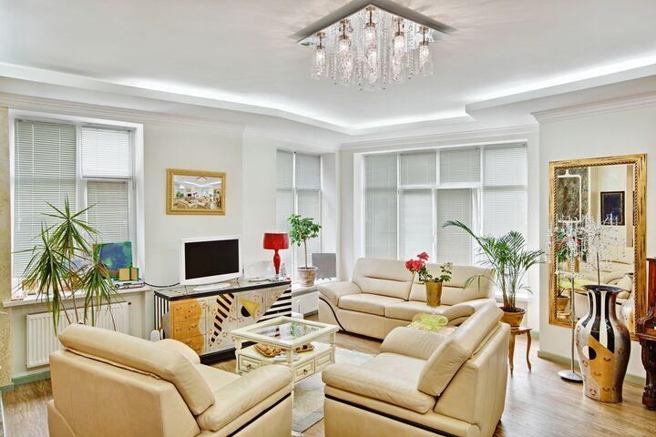 Art Deco is de overheersende interieurontwerpstijl die wordt geassocieerd met de periode van de Eerste Wereldoorlog tot de Tweede Wereldoorlog. Deze periode wordt beschouwd als de Roaring Twenties vanwege de krachtige en duidelijke geometrische vormen en felle kleuren. We hebben hier de informatie die u nodig heeft over het Art Deco interieur opgeschreven en u zult er zeker verbaasd van staan te kijken als u het in uw huis hebt.
