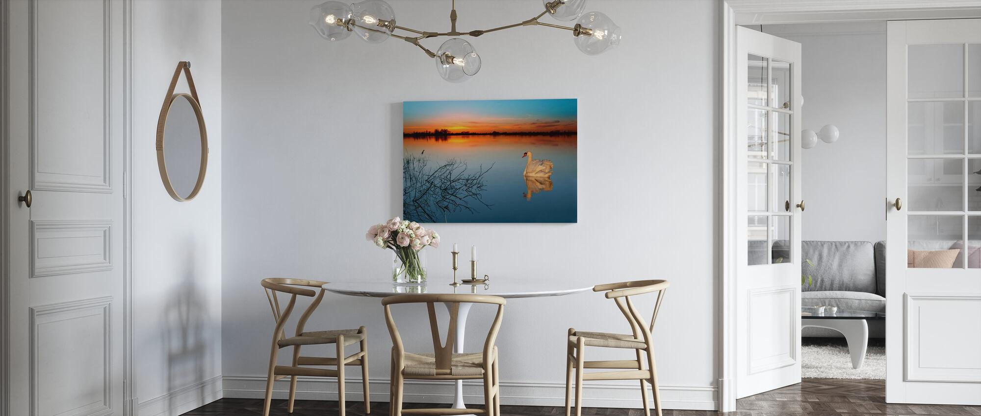 Cygne sur un lac - Impression sur toile - Cuisine