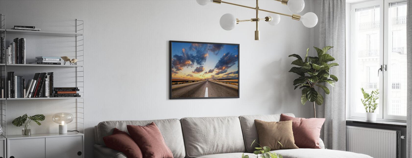 Droga pod Dramatycznym Niebem - Obraz w ramie - Pokój dzienny