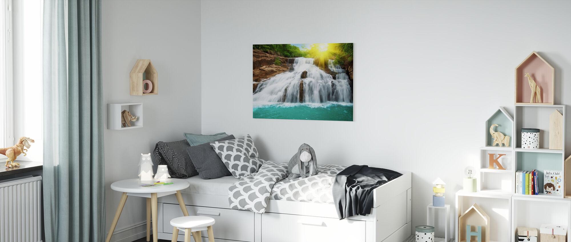 Cascata nella foresta pluviale e luce del sole - Stampa su tela - Camera dei bambini