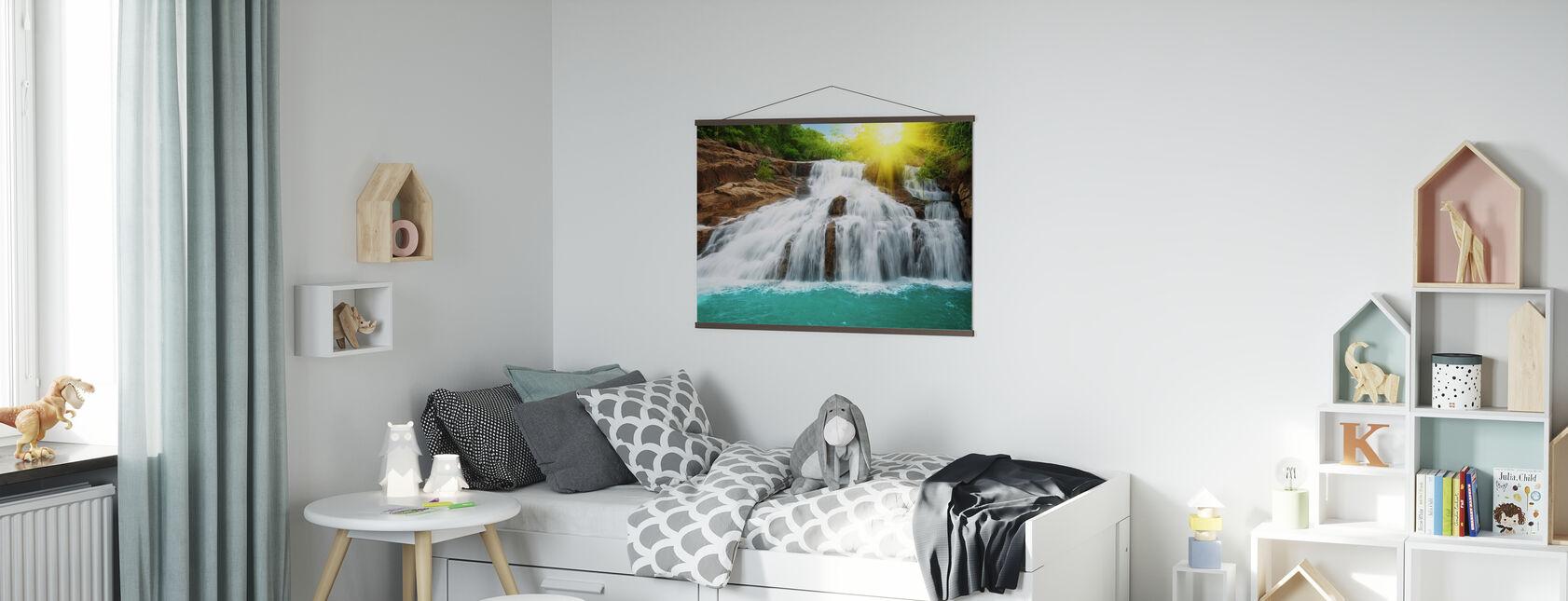 Cascata nella foresta pluviale e luce del sole - Poster - Camera dei bambini