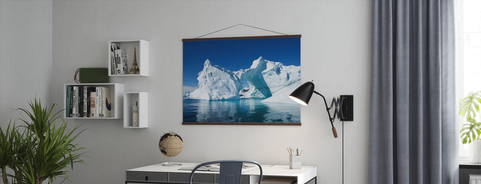 Jäävuori Etelämantereen - Juliste - Toimisto