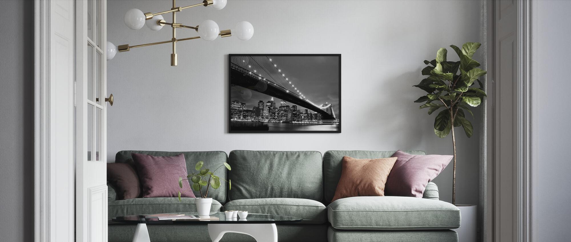 Brooklyn Bridge på natten - b/w - Inramad tavla - Vardagsrum