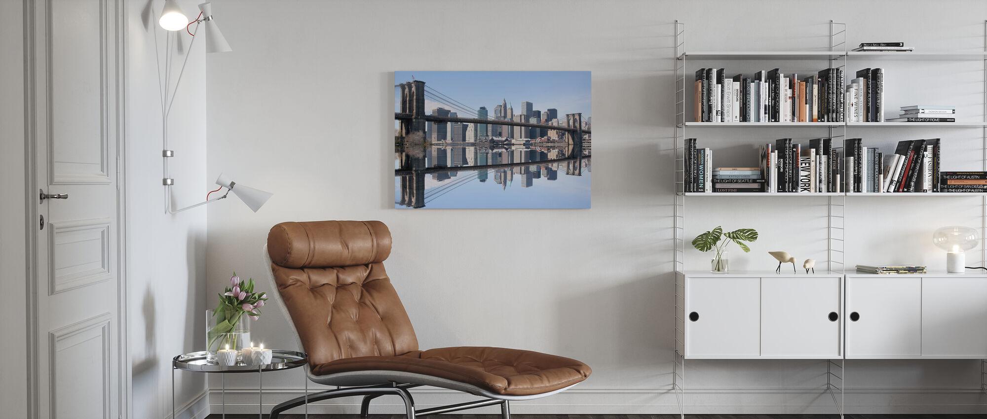 Brooklyn Bridge helder blauwe dag - Canvas print - Woonkamer