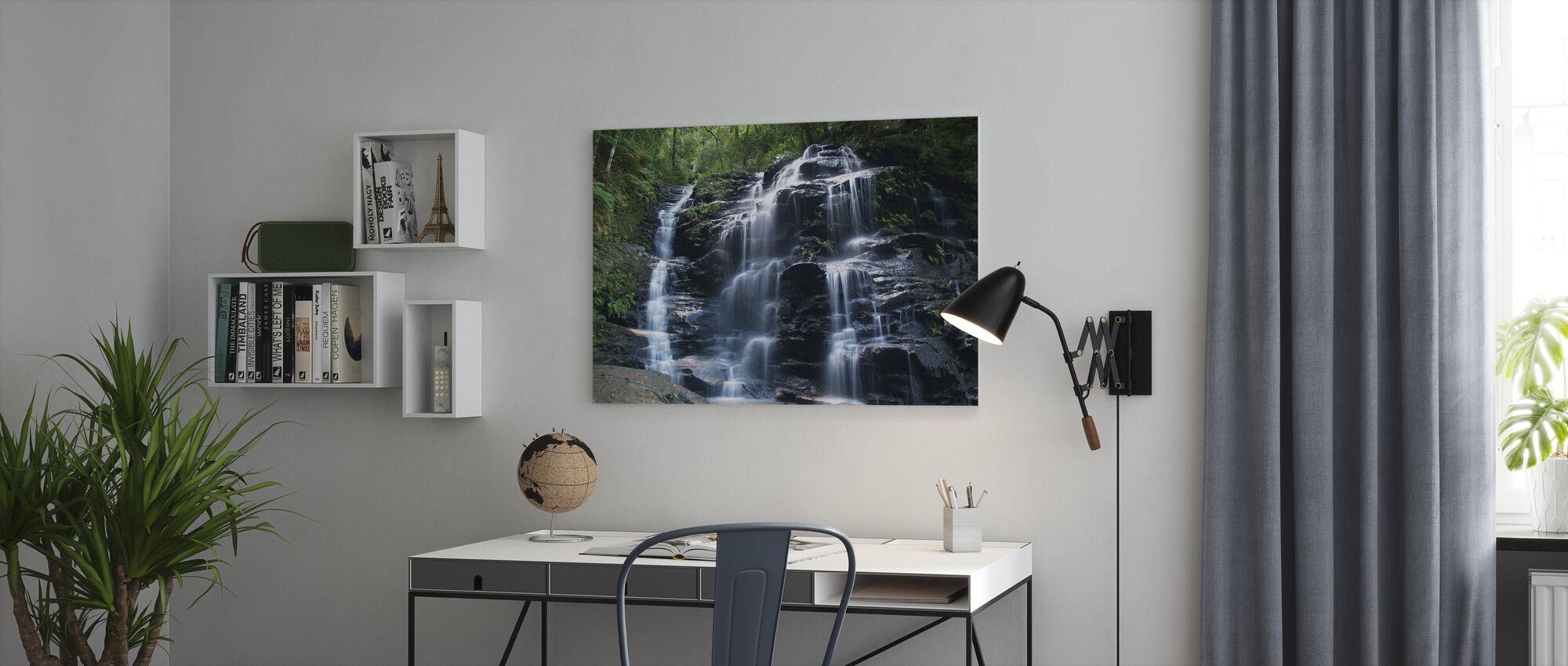 Amazonin vesiputous - Canvastaulu - Toimisto