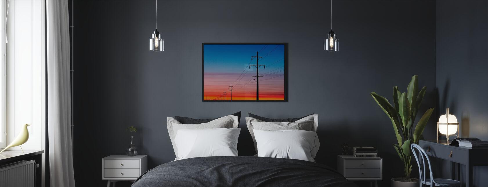 Voimalinjat auringonlaskun aikaan - Kehystetty kuva - Makuuhuone