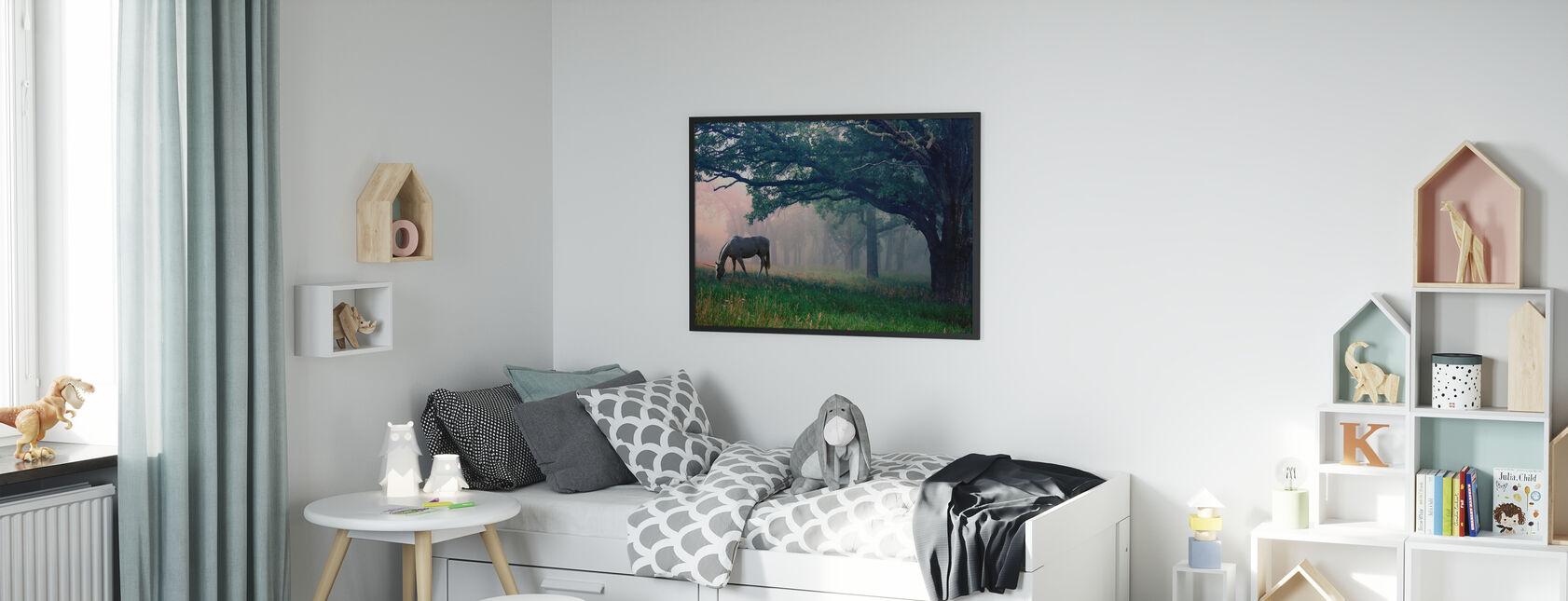 Yksisarvinen metsässä - Kehystetty kuva - Lastenhuone