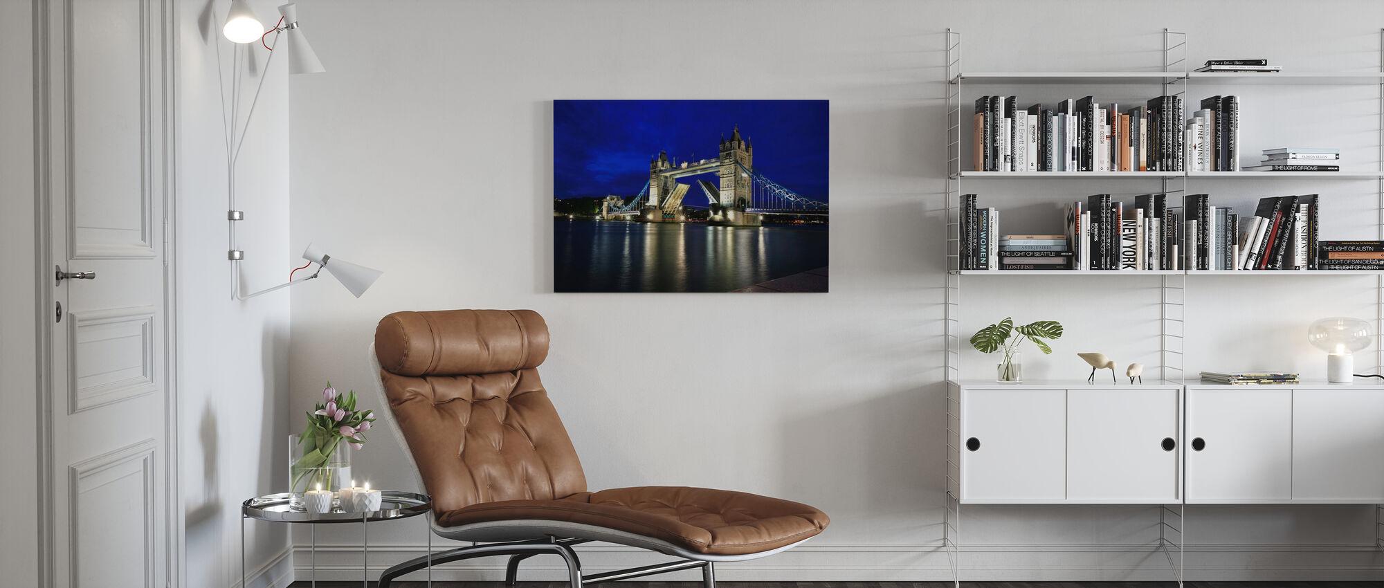 Tower Bridge bei Nacht - Leinwandbild - Wohnzimmer