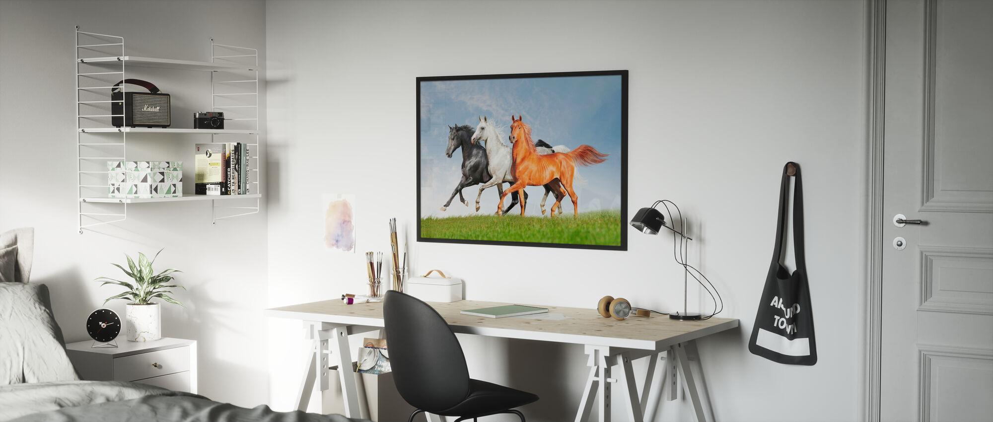 Arabiska hästar springa gratis - Inramad tavla - Barnrum