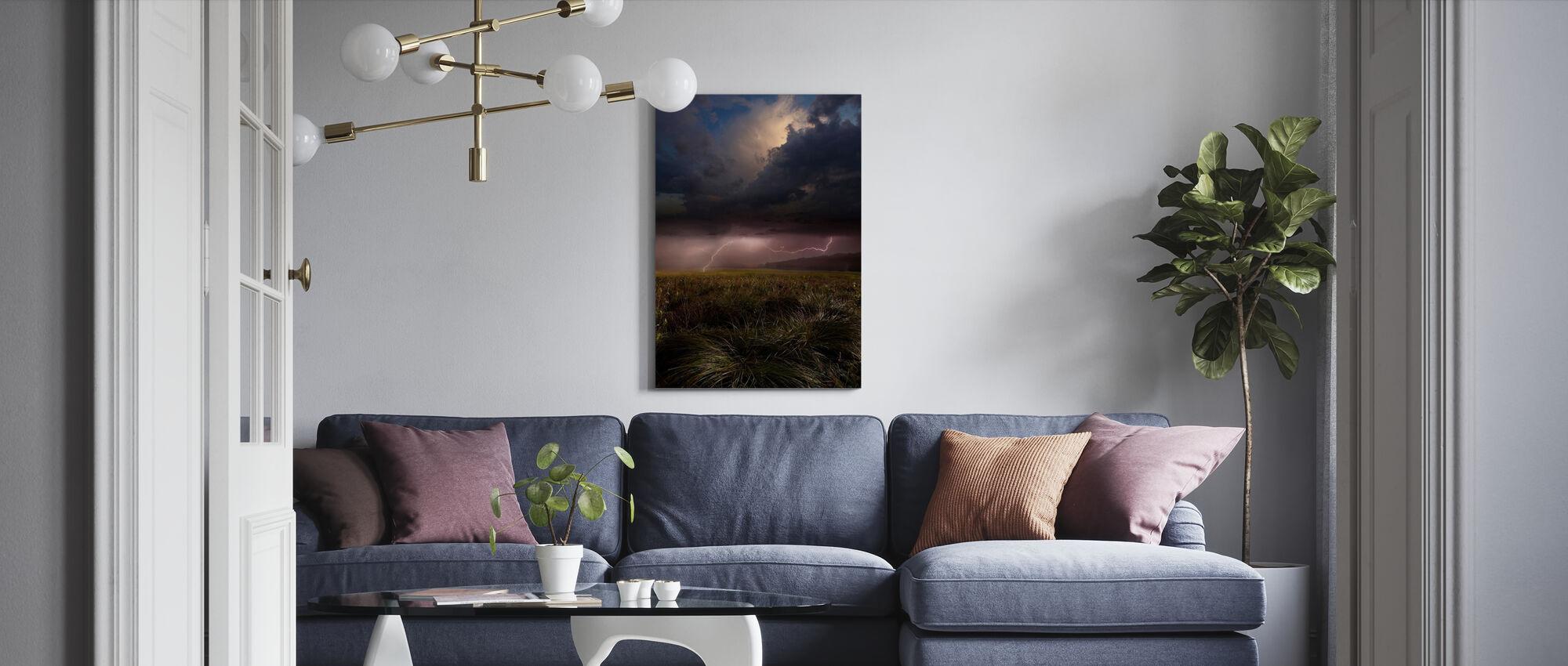 Vaaleanpunainen Salama - Canvastaulu - Olohuone