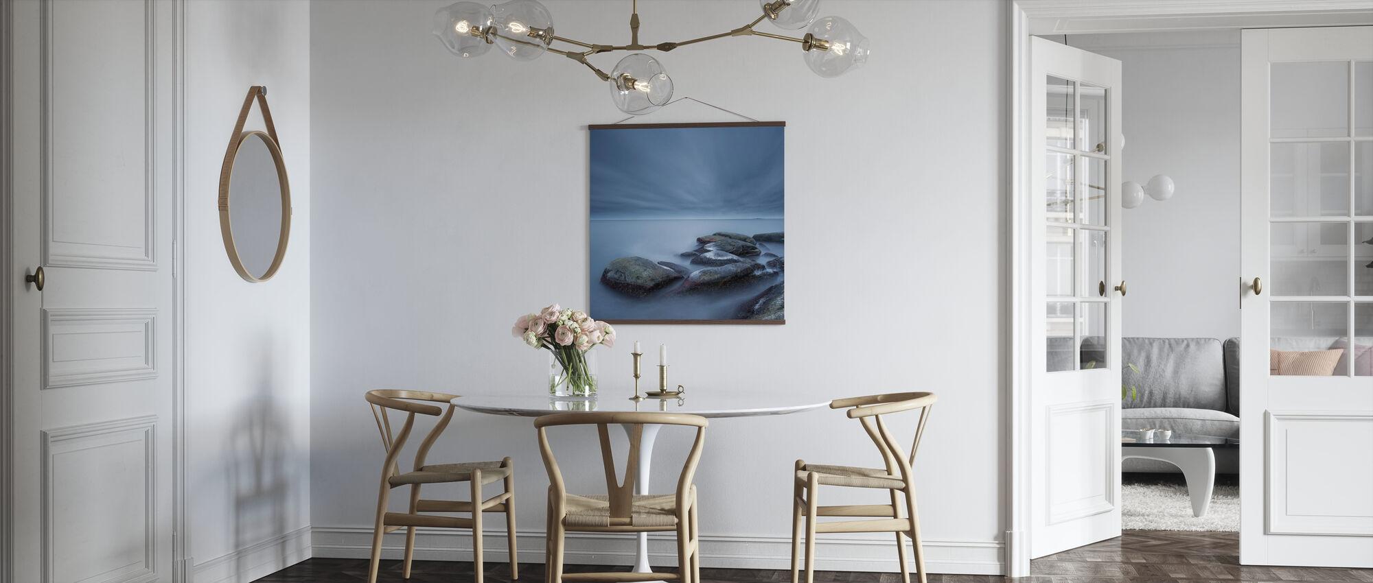 Mistige stenen in Blauwe Zee - Poster - Keuken