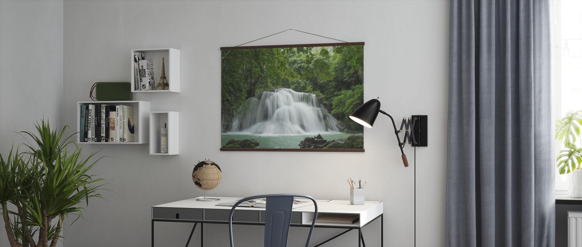 Schöner Wasserfall in Thailand - Poster - Büro