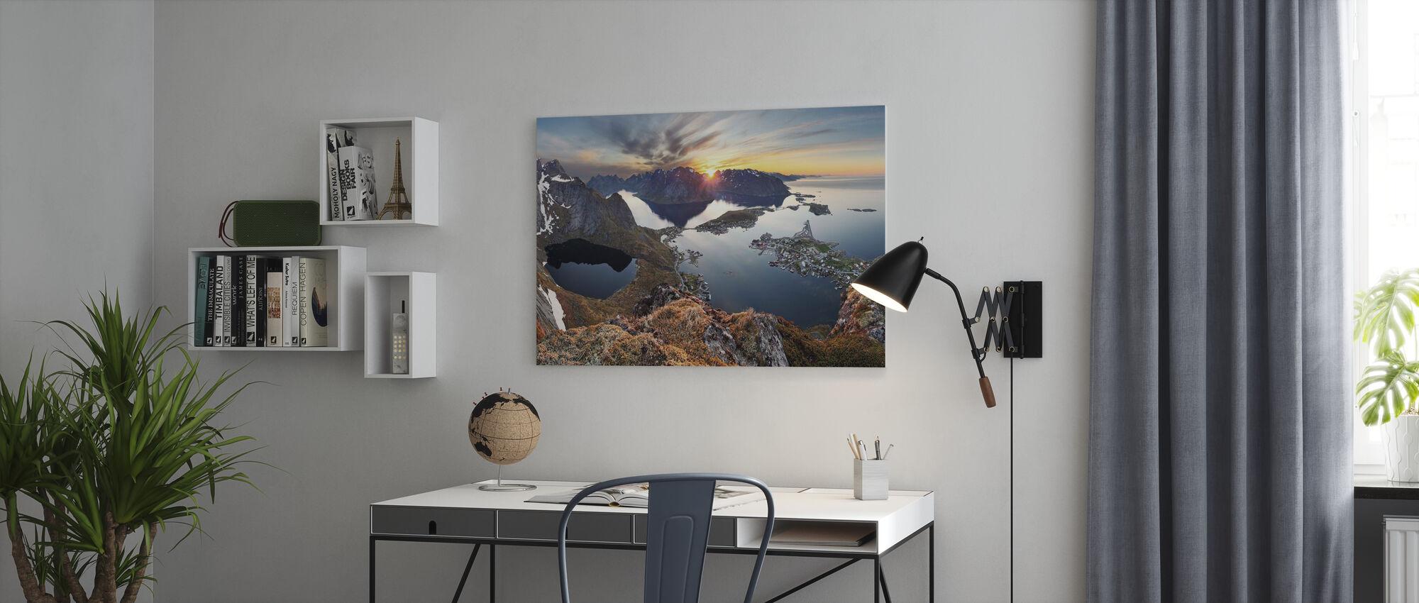 Fjelllandskap ved solnedgang i Norge - Lerretsbilde - Kontor