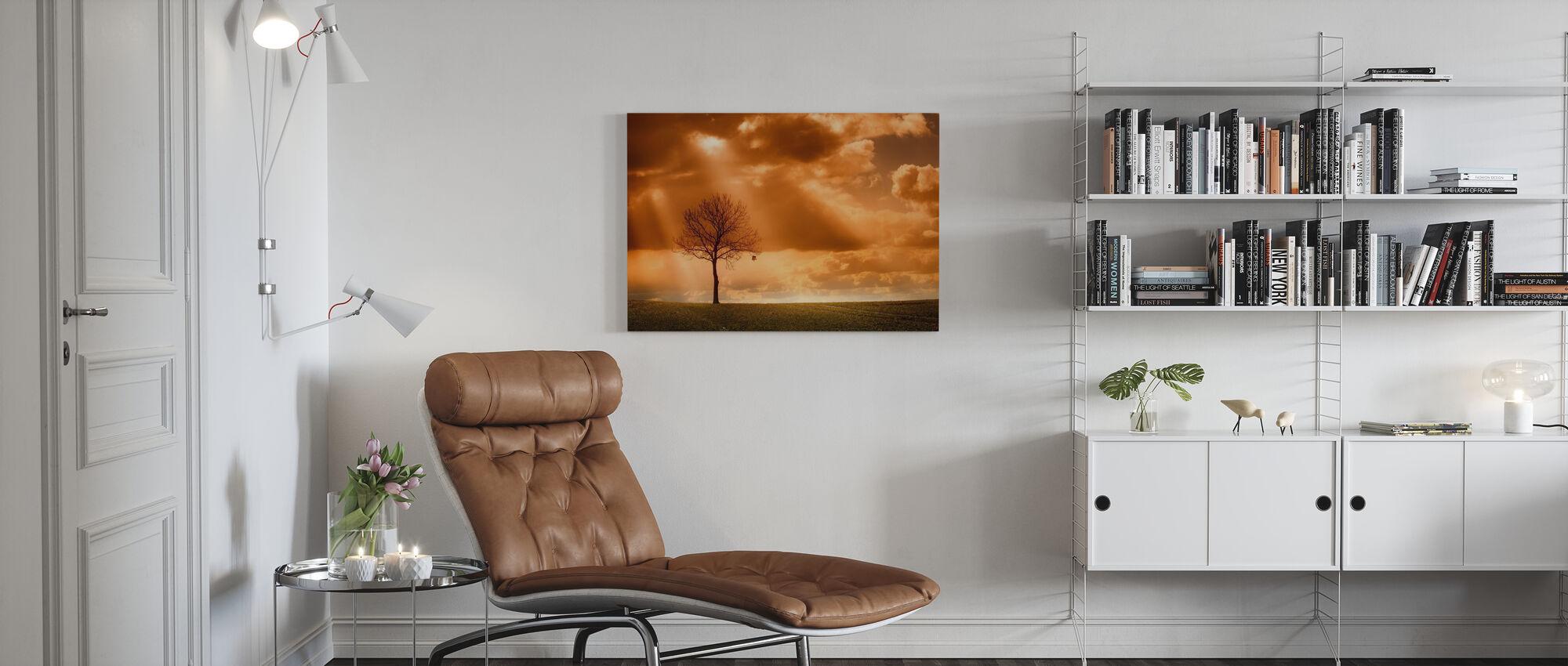 Orange träd i fält - Canvastavla - Vardagsrum