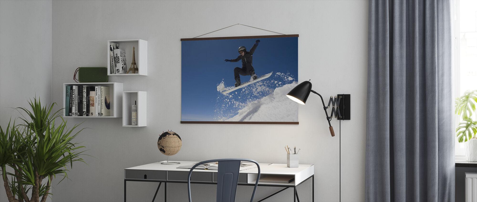 Snowboarder springen door de lucht - Poster - Kantoor
